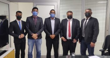 Vereadores em reunião na Secretaria Nacional de Habitação